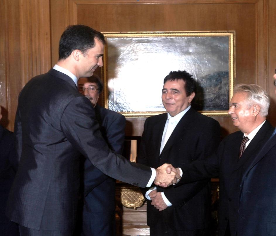 Principe saluda Rafael G. Loza