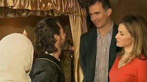 Los príncipes hablando con los actores de la serie. RTVE.